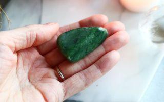 Нефрит: как отличить подлинный камень от поддельного
