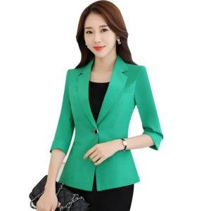 Зеленый деловой костюм