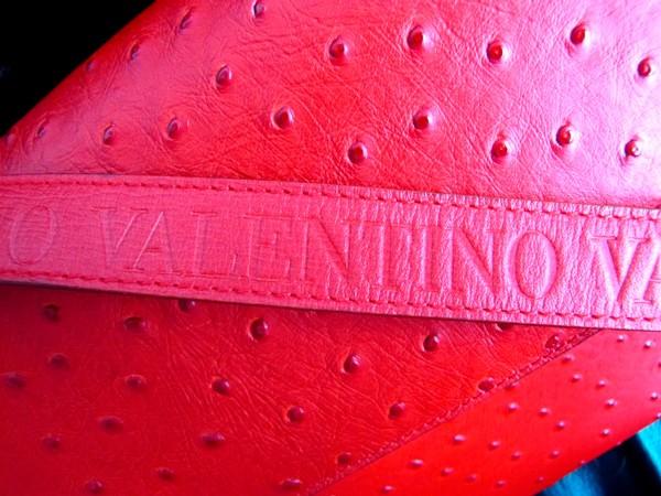 Швы на сумке valentino