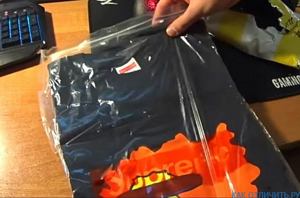 Упаковка футболки SUPREME