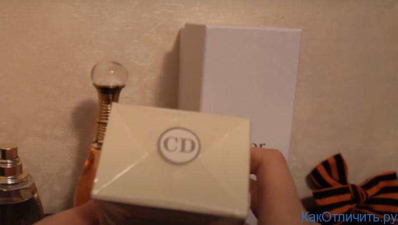 Логотип поддельной упаковки на Miss Dior Cherie